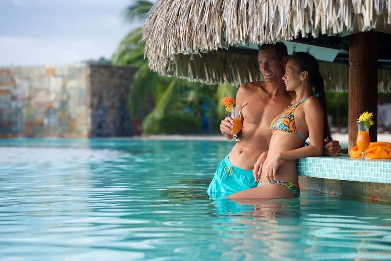Manava-Suite-Resort-Tahiti-Pool-Bar